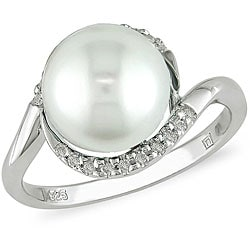 Silver pearl engagement rings is for your best moment is a stunning ring showcases a creamy white pearl. Silver pearl engagement rings are surrounded by twinkling diamonds